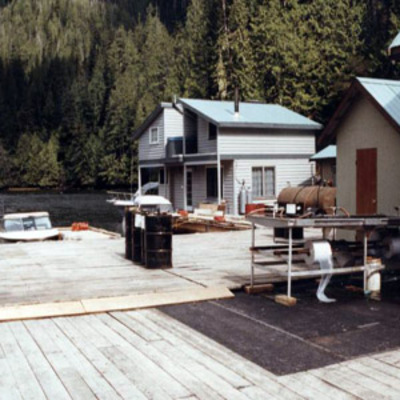 Floating lodge deck